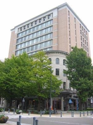 横浜文化情報センタ-斜め外観