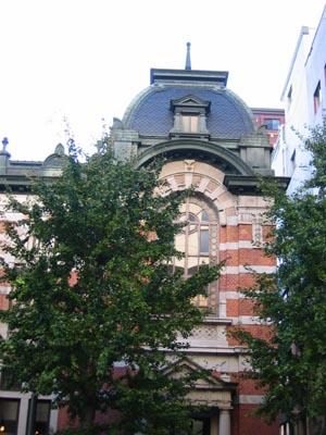 横浜開口記念館東側入口