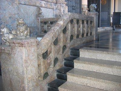 築地本願寺前室階段