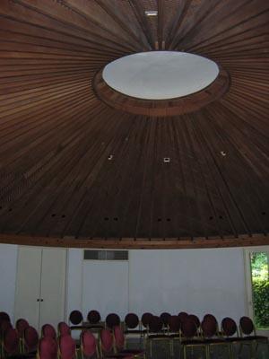 樹木園休憩所内部