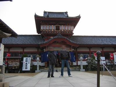 階段の上の神社