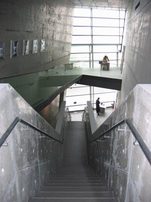坂の上の雲ミュージアム階段見下げ.