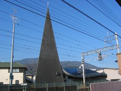 宝塚カトリック教会 塔の外観1