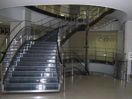 目黒区役所階段