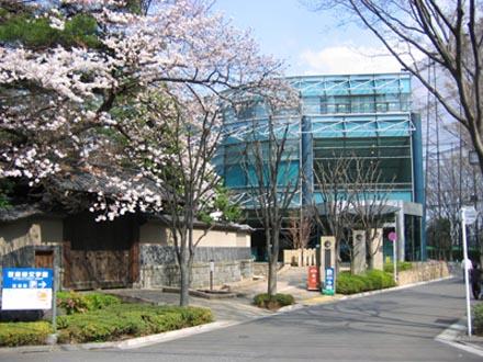 世田谷文学館外観桜