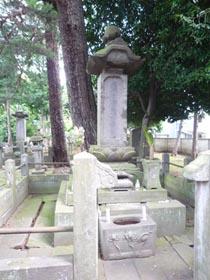 井伊直弼墓石