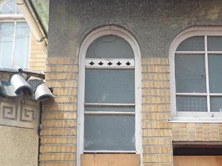 廿世紀浴場正面アーチ窓詳細