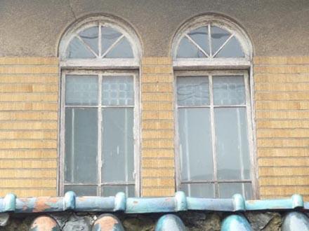 廿世紀浴場正面2連窓