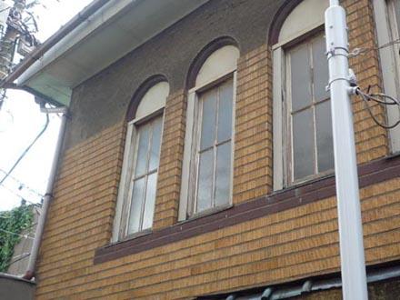 廿世紀浴場側面4連窓