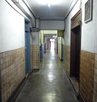 華僑ビル内部廊下②.