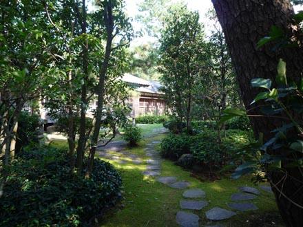 東付属館庭園