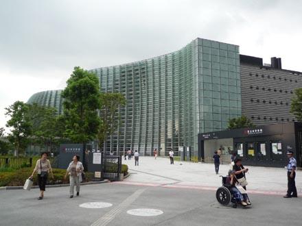 国立新美術館外観遠景