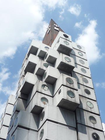 中銀カプセルタワー外観見上
