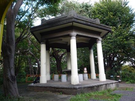 新宿公園東屋