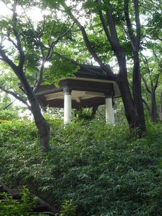 新宿公園東屋②.