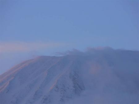 朝日を受ける山の頂