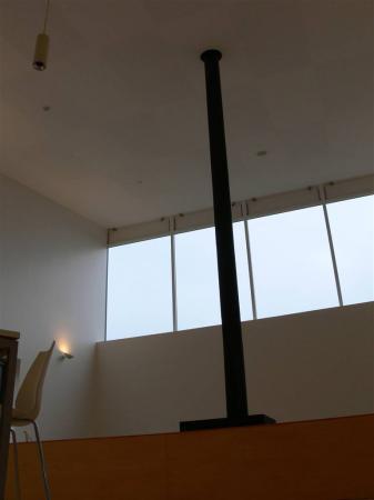 高天井とストーブ
