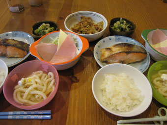 鮭塩焼き 小うどん サラダ