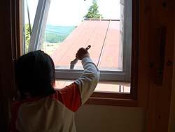 窓枠ペンキ塗り