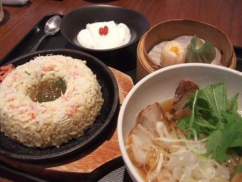 蟹玉炒飯と醤油麺セット