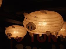 店内のぶた提灯
