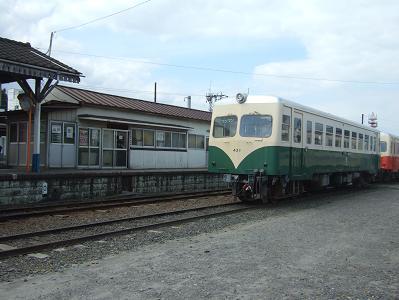 石岡駅にて