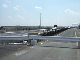 旧橋は通行止め