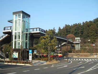 エレベーター付き歩道橋
