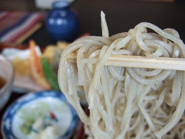 細くコシのある蕎麦