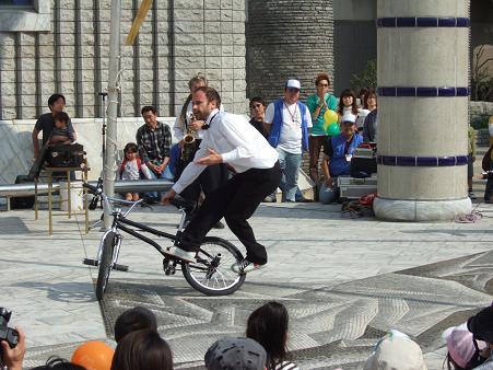 自転車の曲芸