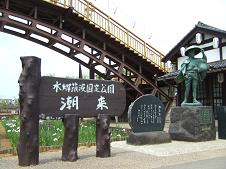 潮来の伊太郎像と歌碑
