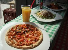 魚市場倶楽部のピザ