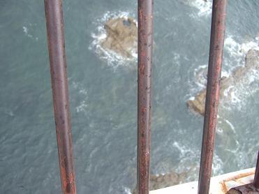 潮見台展望台から崖下を望む