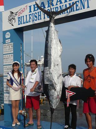 何と!松方弘樹さんが釣り上げたカジキ