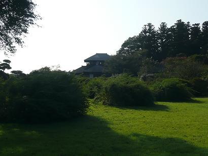 好文亭と萩