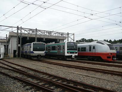 車両の展示(右からE653系・E501系・E531系)