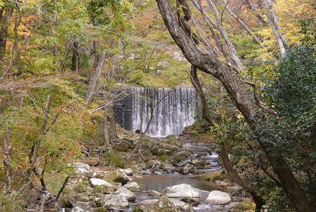 小滝沢キャンプ場付近の滝