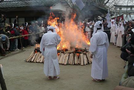 燃え盛る薪