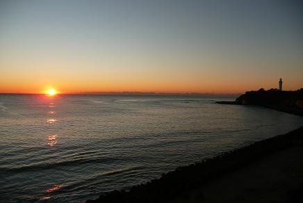 初日の出と日立灯台