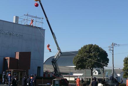 特別救助隊によるロープを使っての脱出訓練