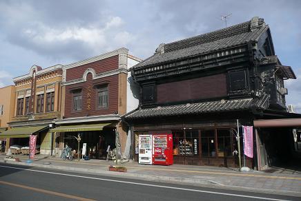左から十七履物店・久松商店・福島屋砂糖店