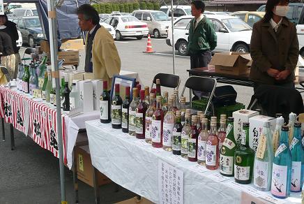 地元蔵元によるお酒や新酒生ワインの販売