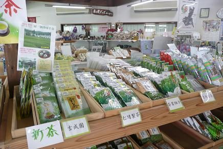 物産館での新茶の販売