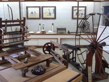 1階資料室の機織り道具