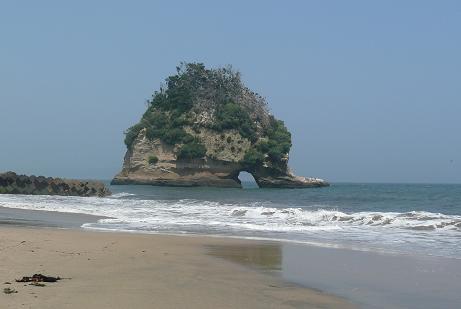 二つ島の大きな岩塊