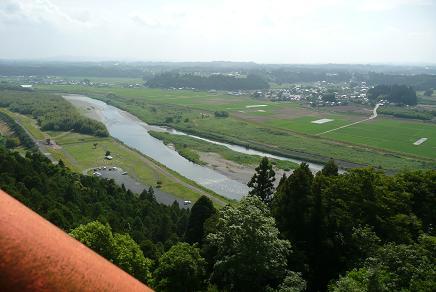 展望台からの久慈川の流れ