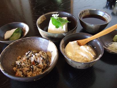 セットの汲み上げ豆腐・ざる豆腐・ひじきおから・香の物