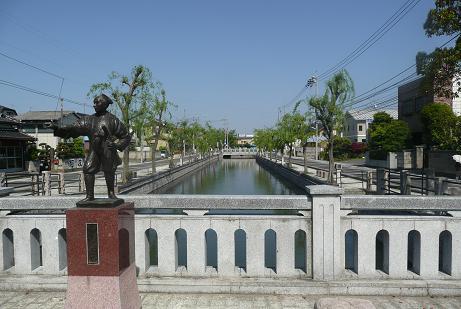 道明橋の伊奈忠次の銅像