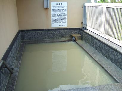 蛙目石粘土を使用した白泥湯