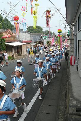 長岡小学校児童による鼓笛隊パレード